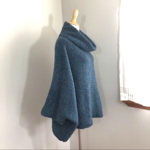 Ponsesa | Angel-sleeve cowl poncho-style sweater